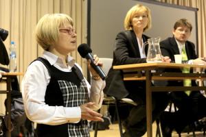 Paní Petra Kolínská, zástupkyně starosty za Zelené, se do debat o tramvaji zapojovala i v minulosti, ještě jako opoziční politik. Snímek je z veřejného projednání. Foto: Liboc.info