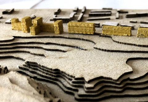 Detail studenského modelu na veřejné výstavě na fakultě architektury zobrazuje realisticky, jak dramaticky by se až desetipodlažní zástavba dostala k přírodní rezervaci.
