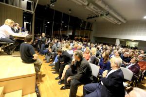 Lednové veřejné projednání přitáhlo do ZŠ Dědina opravdu mohutné davy. Foto: Liboc.info